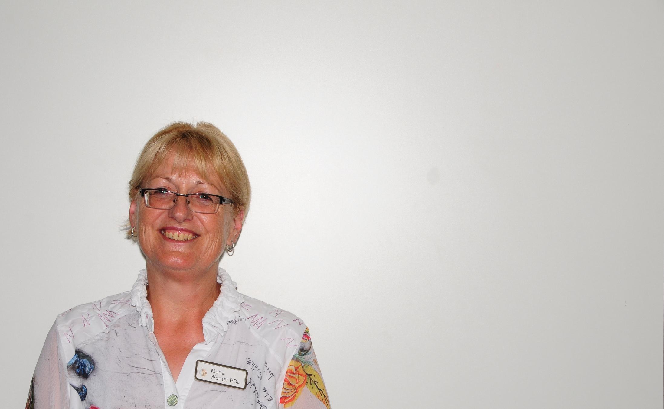 Groß Hausfrauen Setzen Kugeln Fort Bilder - Beispiel Business ...
